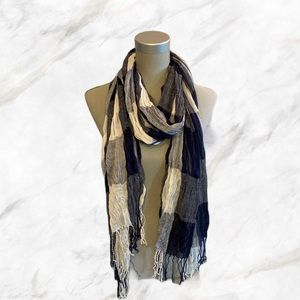 4/$30 🌺 Navy Blue & White Plaid Scrunched Scarf